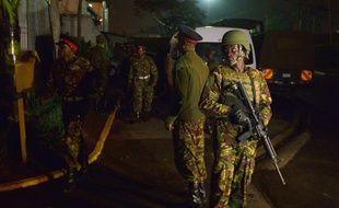 Des soldats de l'armée kenyane à l'aéroport Wilson de  Nairobi le 18 janvier 2016