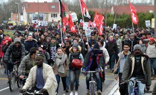"""Manifestation à Calais en soutien aux migrants du camp de la """"Jungle"""", réclamant """"des conditions d'accueil dignes"""", le 23 janvier 2016"""