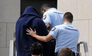 """Le violeur présumé des campings de l'Ardèche interpellé vendredi soir dans son village avant d'être mis en examen et écroué, a """"exprimé des remords vis à vis des victimes"""", a déclaré mardi à l'AFP son avocate, Me Carole Muzi (bien Muzi), jointe par téléphone."""