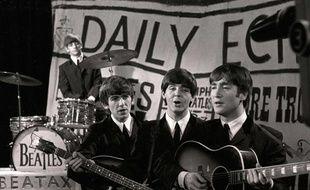 Les Beatles lors d'un concert sur la chaîne britannique ITV, le 15 juin 1963.