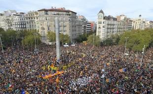 Un demi million d'Espagnols ont défilé dans les rues de Barcelone, le 18 octobre 2019, pour manifester contre la condamnation des dirigeants indépendantistes catalans.