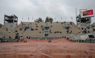 Le court Philippe-Chatrier sous la pluie, le 5 juin 2019 à Roland-Garros.