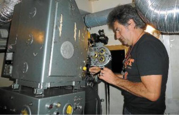 Denis Truptin a dit au revoir aux bobines 35mm, remplacées par des serveurs et disques durs.