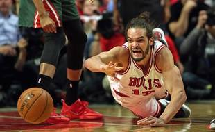 Joakim Noah lors du match entre les Chicago Bulls et les Milwaukee Bucks le 27 avril 2015.