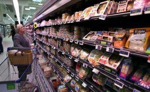 Des rayons d'un supermarché, le 18 août 2015 à Coutances, dans la Manche