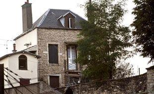 Vue de la maison où un homme armé, âgé d'une trentaine d'années, a séquestré les parents de son ex-concubine, venus récupérer ses affaires, avant de tuer sa belle-mère puis de se suicider le 6 août 2012 à Dijon (Côte-d'Or).