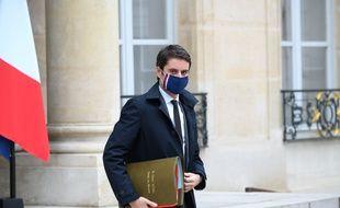 Gabriel Attal dans la cour de l'Elysée, le 17 février 2021.
