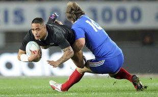 Le Français Adrian Planté plaque un Néo-Zélandais, le samedi 8 juin 2013