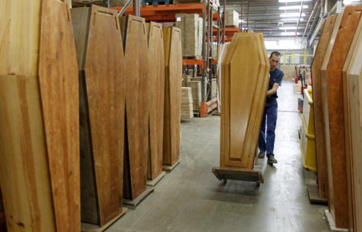 L'entreprise M2F, une usine de cercueil, leader européen, fabrique 60.000 cercueils par an.  – C. VILLEMAIN / 20 MINUTES