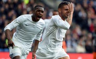 L'attaquant du TFC Andy Delort, poursuivi par le défenseur Issa Diop, a inscrit le seul but du match de Ligue 1 à Montpellier, le 2 avril 2017.
