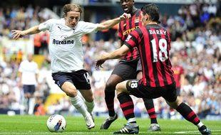 Luka Modric (Tottenham), face à gareth Barry (Manchester City), lors du match aller, le 28 août 2011, à Londres.