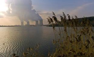 La transition énergétique vers une économie moins dépendante du pétrole et du nucléaire reste un chantier à peine défriché par le gouvernement, des sujets cruciaux comme les économies d'énergie ayant été jusqu'ici éclipsés par les polémiques, comme celle sur le gaz de schiste.