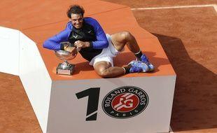 Rafael Nadal remporte son 10e titre à Roland-Garros, le 11 juin 2017.