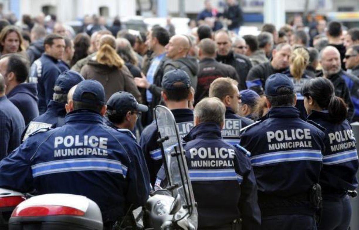 Trois fusillades à la kalachnikov ont secoué Marseille et sa région en moins d'une semaine, faisant trois morts et deux blessés graves dans des affaires distinctes: course-poursuite entre cambrioleurs et policiers, braquage, et enfin un règlement de comptes. – Anne-Christine Poujoulat afp.com