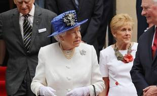 La reine Elizabeth II à Trafalgar Square, Londres.