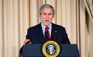 """George W. Bush a adressé jeudi aux Américains un message d'adieu reflétant les réalités du moment: la """"fierté"""" devant l'avènement historique du premier président noir, mais aussi la gravité de la crise économique et la persistance de la menace terroriste."""