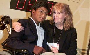 L'actrice Mia Farrow et son fils Thaddeus en 2000
