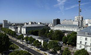 """Le 141, boulevard Mortier, siège de la DGSE à Paris, qui a été popularisé par la série de Canal  """"Le Bureau des Légendes"""". (Illustration)"""