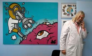 Le professeur Didier Raoult dans son bureau en février 2020