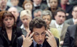 """Nicolas Sarkozy a défendu mardi en Seine-et-Marne la réforme de la carte militaire, qui prévoit la suppression de 54.000 postes civils et militaires d'ici 2015, répétant qu'il n'y avait """"pas d'autre stratégie possible"""" que la réforme."""