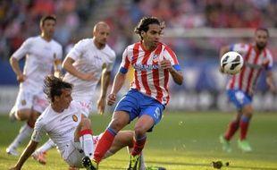 L'attaquant international colombien de l'Atletico Madrid Falcao et le défenseur portugais du Real Madrid Ricardo Carvalho sont à Monaco pour négocier leur transfert avec le club de la Principauté, a-t-on appris auprès de différentes sources proches de l'ASM.