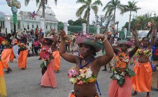 """Trois personnes ont été tuées et plusieurs dizaines blessées à Port-au-Prince dans les violences qui ont émaillé les deux premiers jours du """"carnaval des fleurs"""", où se sont rendues des centaines de milliers de personnes, a-t-on appris de source policière."""