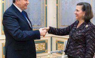L'Union européenne a refusé vendredi de commenter les propos très peu diplomatiques à son encontre prononcés par la secrétaire d'Etat adjointe américaine pour l'Europe, Victoria Nuland.