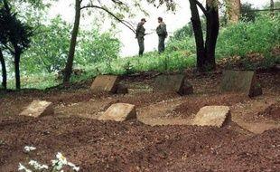 Les sept moines avaient été enlevés dans la nuit du 26 au 27 mars 1996 dans leur monastère isolé, situé près de Medea. Le Groupe islamique armée (GIA) de Djamel Zitouni, parfois soupçonné d'avoir été un agent infiltré des services algériens, avait revendiqué dans un communiqué l'enlèvement et l'assassinat des religieux.