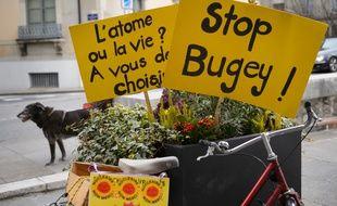 La ville et le canton de Genève ont demandé la fermeture de la centrale nucléaire du Bugey, située en France, à 70 kms. AFP / FABRICE COFFRINI