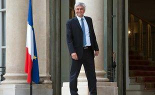 """Hervé Morin, réélu président du Nouveau Centre, a fixé dimanche un cap à son parti au sein de l'UDI, en se posant en défenseur d'une société libérale, décentralisée, d'un parler-vrai contre la montée du populisme et d'une éthique du comportement, à l'opposée des """"coups tordus"""" de l'UMP."""