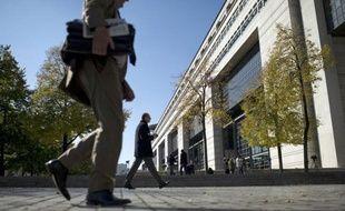 La situation économique de la France est difficilement compatible avec la notation triple A sur sa dette, estime une étude publiée mardi par un centre d'études qui classe le pays en queue d'un classement évaluant l'état de santé des membres de la zone euro en pleine crise de la dette.