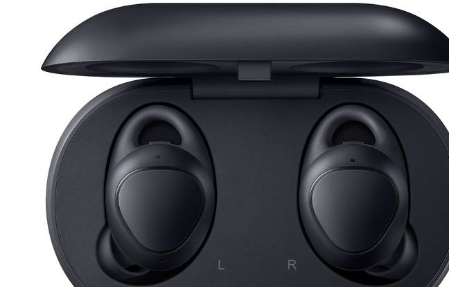 Une boîte de rangement avec batterie intégrée recharge les écouteurs.