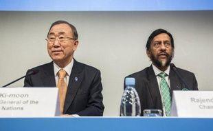 Ban Ki-Moon et Rajendra Pachauri lors de la présentation du rapport du GIEC le 2 novembre 2014 à Copenhague
