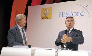 Les PDG de Renault et Bolloré, respectivement Carlos Ghosn (D) et Vincent Bolloré (G), officialisent leur partenariat industriel en annonçant que la Bluecar serait assemblée à Dieppe le 9 septembre 2014