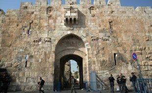 Des forces de sécurité israéliennes devant la porte des Lions, le 12 octobre 2015 à Jérusalem-Est