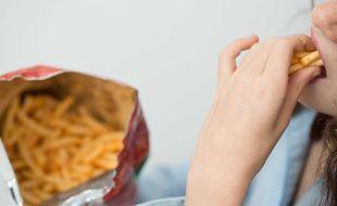 Ces acides se retrouvent entre autres dans les aliments frits, les viennoiseries industrielles, les gâteaux et biscuits, les en-cas salés et les soupes déshydratées.