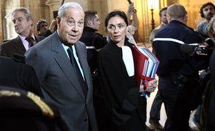 Charles Pasqua, au premier jour de son procès pour corruption, le 19 avril 2010 au palais de Justice de Paris.