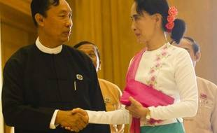 Le président de la chambre basse du Parlement, Shwe Mann et Aung San Suu Kyi, le 19 novembre 2015 à Naypyidaw