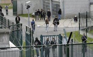 Le ministère de l'Immigration a lancé un nouvel appel d'offres sur l'aide aux étrangers dans les centres de rétention administrative (CRA), a-t-il indiqué vendredi dans un communiqué.