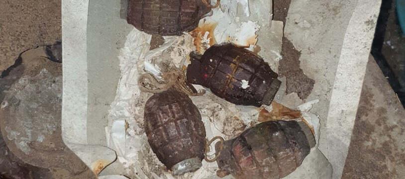 Les grenades retrouvées dans une cave d'Albas, dans le Lot.