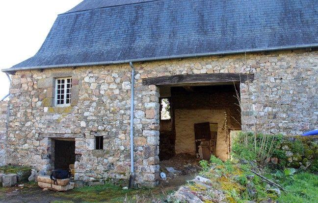 L'ancienne grange du presbytère de Saint-Georges-de-Chesné est en pleine rénovation pour accueillir un gîte.