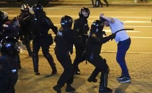 En Biélorussie, la police a violemment réprimé les manifestations contre la réélection du président Alexandre Loukachenko le 10 août 2020.