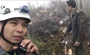 Les secours à proximité de l'avion qui s'est écrasé le 2 janvier 2020 à Taïwan, tuant un chef d'état-major et sept officiers.