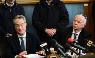 Le procureur de Milan, Maurizio Romanelli (gauche) en conférence de presse à Milan, le 28 avril 2016