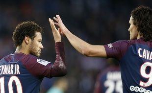 Neymar et Cavani se congratule lors de PSG-Montpellier