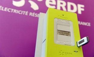 """""""Linky"""", le nouveau compteur électronique """"communicant"""" appelé à remplacer les 35 millions de compteurs électriques équipant les foyers français, a été présenté mercredi à Tours où il sera expérimenté dès mars 2010."""