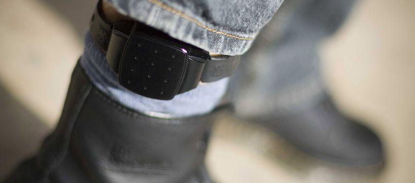 Un bracelet électronique. Illustration.