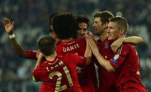 Les joueurs du Bayern Munich se congratulent lors de leur qualification pour le dernier carré de la Ligue des champions, le 10 avril 2013, à Turin.