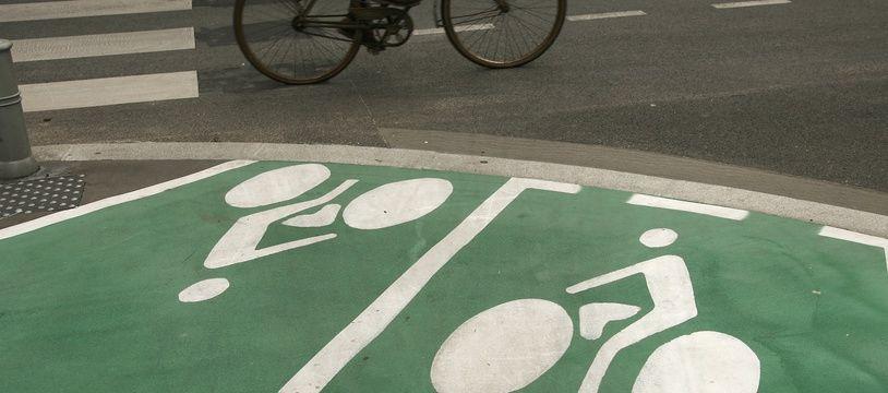Illustration d'un cycliste à Bordeaux.