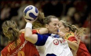 Les Espagnoles ont porté un rude coup aux rêves de 2e tour et de demi-finale de l'équipe de France féminine de handball, battue 24 à 28 lors de la 3e journée de l'Euro-2006 samedi à Malmö, deux jours après une performance pleine de promesses contre les championnes olympiques danoises.